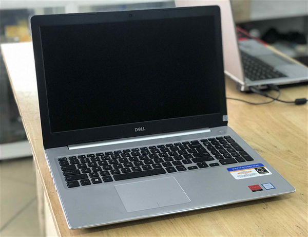 Dell Inspiron 5570 Core i5 Card rời