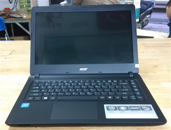Laptop Acer Aspire ES1-432